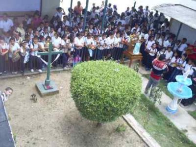 Celebración de la Cruz de Mayo en la E.B. José Herrera Oropeza